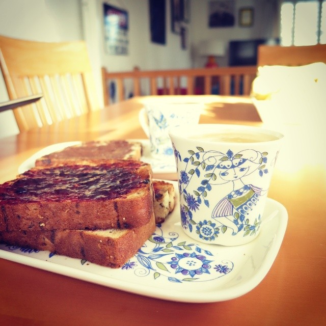 #ThisSundaylife is listening to #AustraliaAllOver<br /><br /> It is #blackstarcoffee and fruit toast on #figgjolotte<br /><br /> It is a matching pair of #nexus7 tablets as my little brother and I read the news from overnight #newsjunkies